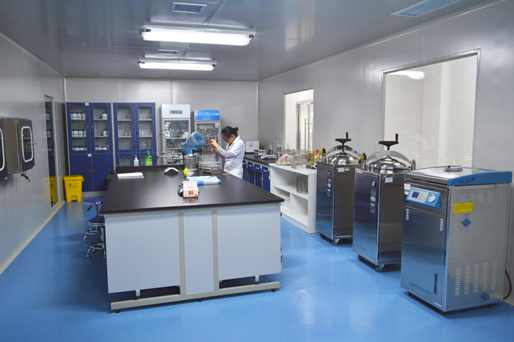 设计内容: 1,天花   (1)实验室,办公室天花采用轻钢龙骨吊的铝