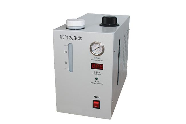 二、原理 仪器的工作原理是以电解的方法产生氢气,以贵金属做电极,采用最新的XY膜分理技术,特制的电解液体在分离池阴极上的电解产生高纯氢气,阳极产生氧气,氧气释放到大气中,氢气经过净化,干燥后输出。 仪器的程序控制采用了高灵敏度压力控制系统和流量自动跟踪系统,使压力的稳定性小于0.